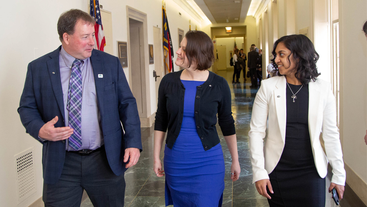 SfN members speak to a congress person at Capitol Hill Day 2019.
