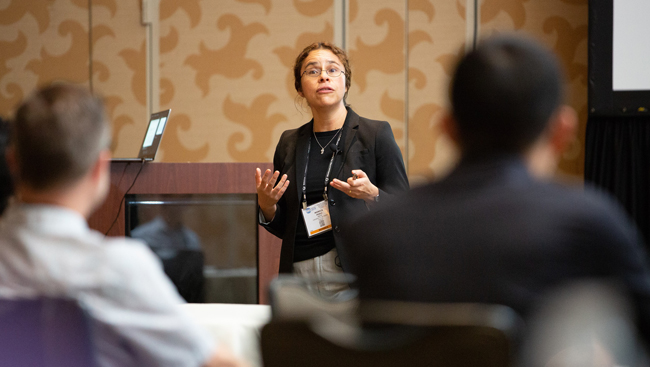 Monica Perez discusses her career path at a Meet-the-Expert session during Neuroscience 2018
